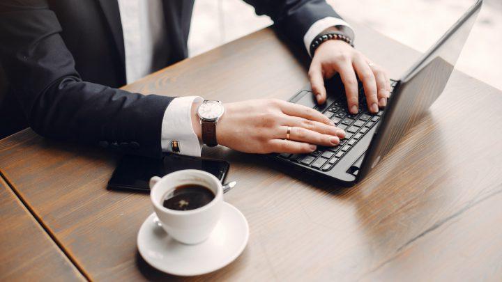 Wśród profesjonalistów pracujących ze skomplikowanymi programami graficznymi panuje gorąca potrzeba posiadania bardzo wydajnego komputera. Lenovo ThinkPad P15 Gen 2 to laptop drugiej generacji, który, poprzez dobór zastosowanych podzespołów jest swoistą stacją roboczą
